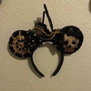 Disney LE POTC The Main Attraction Ears